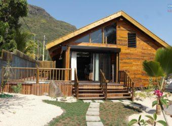 Ravissante villa F3 en bois avec piscine, Rivière Noire