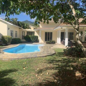 Magnifique villa F5 avec piscine et jardin arboré, Rivière Noire