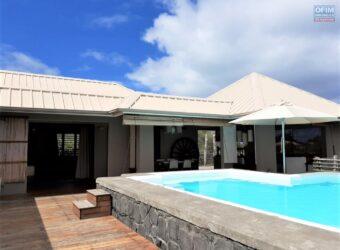 Agréable maison de plain pied avec piscine, Rivière noire