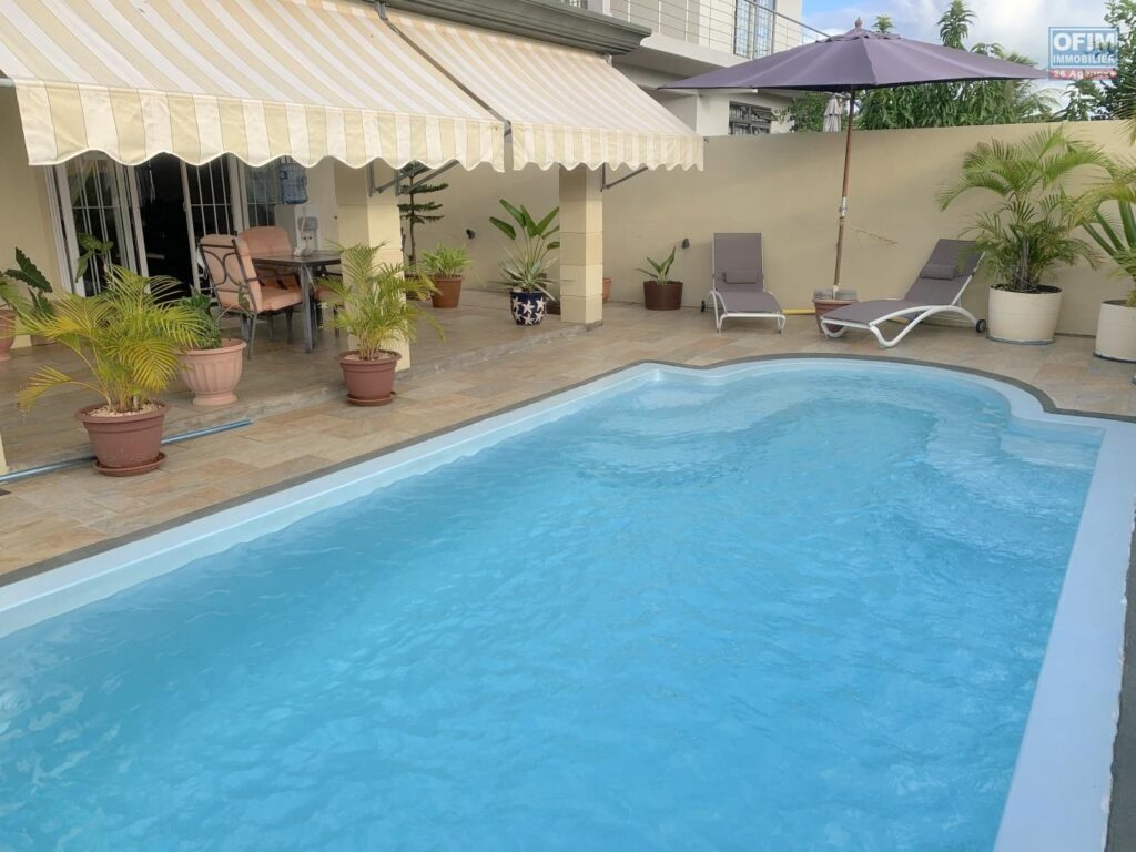 Belle villa F4 à étage avec piscine, Flic en Flac
