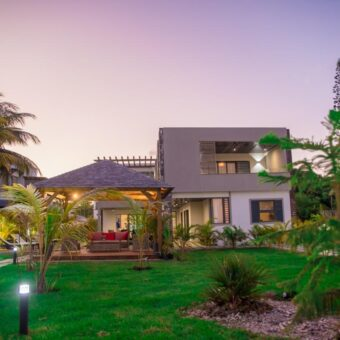 Villa de grand standing type F5 avec piscine, Pointe aux Canonniers